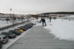 zu-viel-schnee-auf-dem-dach-2011