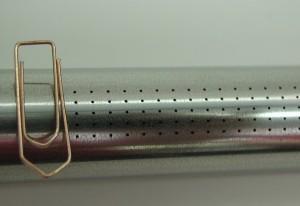 500 Laserbohrungen in ein Edelstahlrohr mit der Wandstärke 0,5mm